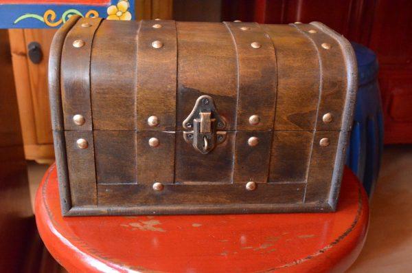 Coffre de couleur marron 24 cm