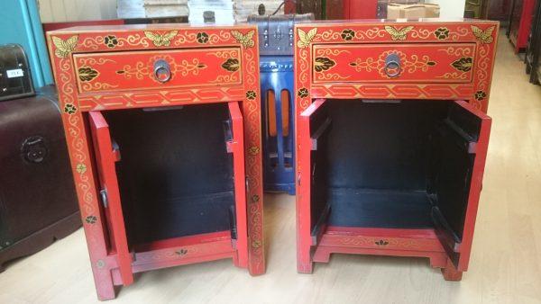 chevets chinois rouge décoré
