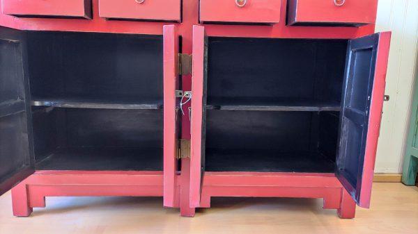 vue des portes ouvertes du buffet chinois rouge 145cm
