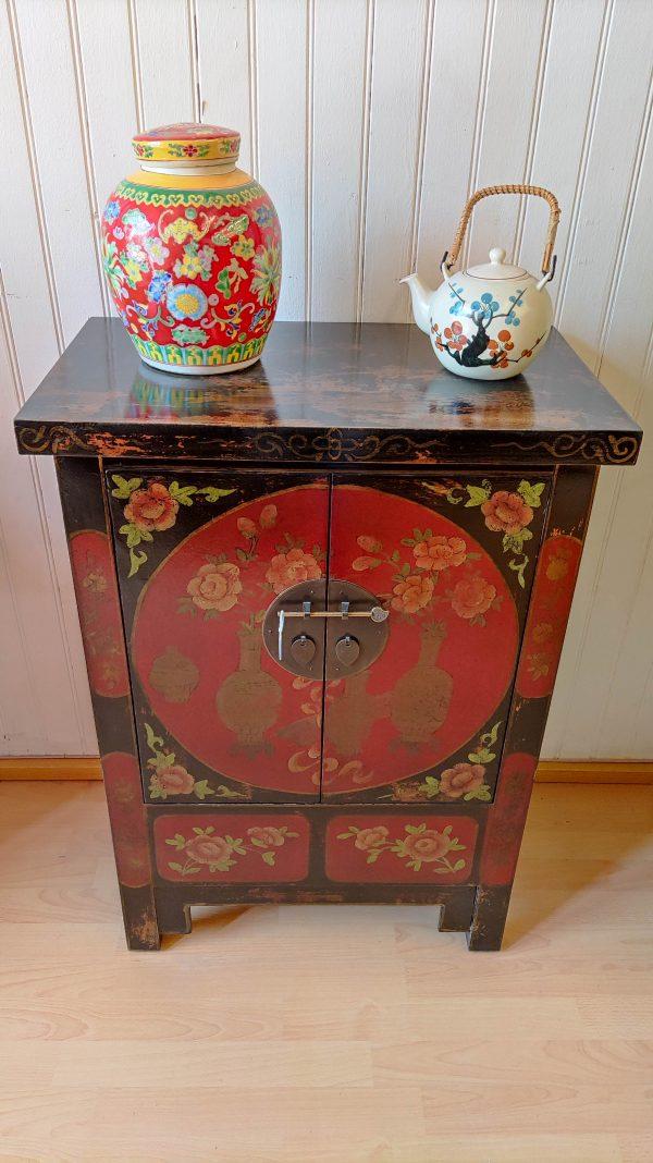 Rangement chinois 85 cm devant le meuble