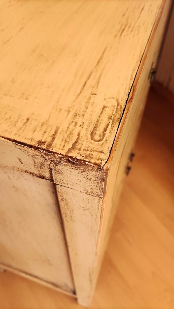 détail meuble chinois blanc cassé.