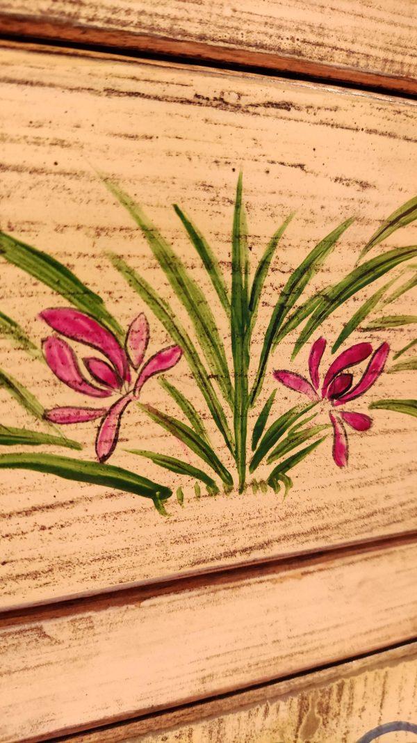 meuble chinois fleurs tiroir décoré